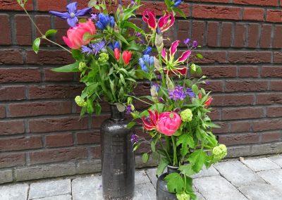 Veldboeket roze/paars/blauw met o.a pioen/gentiaan/gloriosa