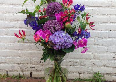 Boeket paars/roze/blauw met o.a hortensia/alluim/orchidee/gloriosa