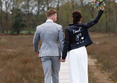 Sfeerfoto bruidsboeket fotografie: Inge van der Heijden
